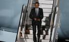 O presidente dos Estados Unidos, Barack Obama, desembarca no aeroporto Tegel, em Berlim Foto: FABRIZIO BENSCH / REUTERS