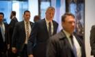O prefeito de Nova York Bill de Blasio na chegada à Trump Tower para o encontro com o presidente eleito dos EUA, Donald Trump Foto: Kevin Hagen / AFP