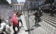 A Polícia usou spray de primenta para dispersar a multidão
