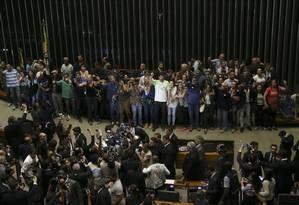 Grupo pró-intervenção militar protesta no plenário da Câmara Foto: Ailton de Freitas / Agência O Globo