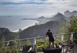 Clássico Beach Club tem poltronas com vista para orla Foto: Agência O Globo / Ana Branco