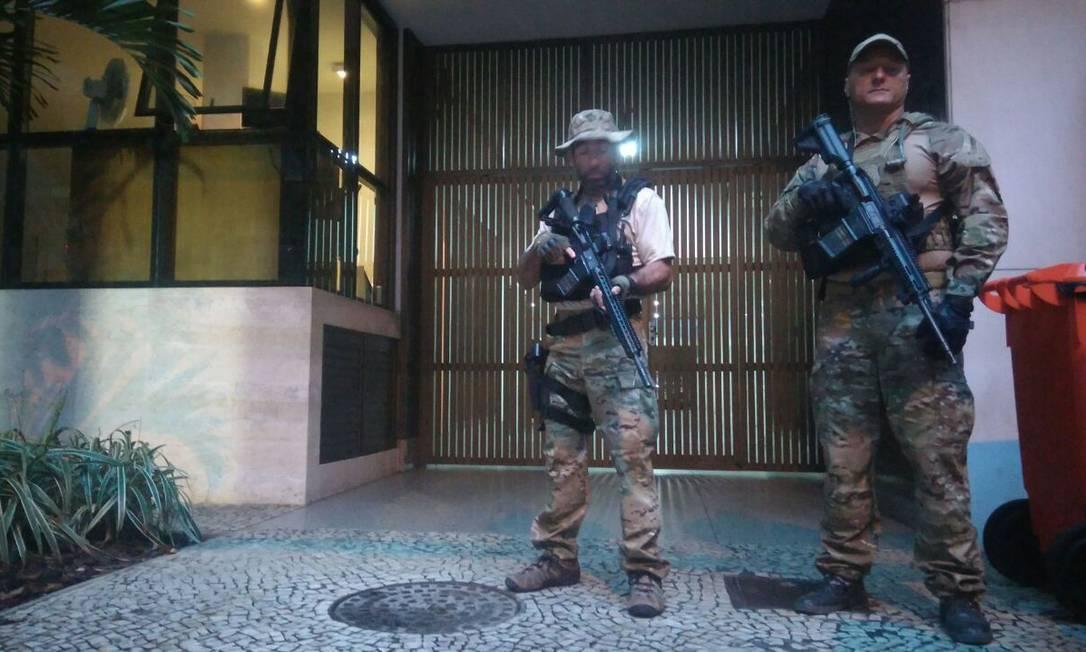 Agentes da PF e o MPF do Rio cumprem dois mandados de prisão preventiva contra Sérgio Cabral e outras oito pessoas Pablo Jacob / Agência O Globo