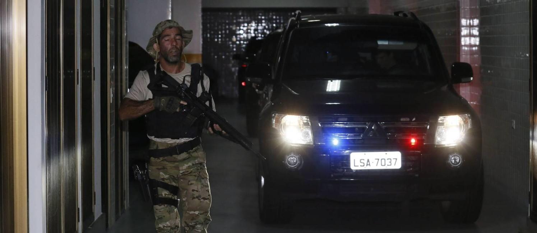 O ex-governador Sério Cabral é levado para a sede da PF Foto: Pablo Jacob / Agência O Globo
