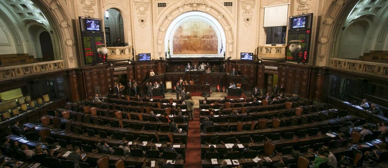 A primeira sessão de discussão do pacote de ajuste ocorreu com galerias vazias Foto: Guito Moreto / Agência O Globo