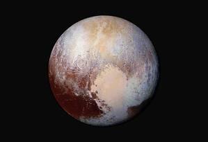 Descoberta foi realizada com dados e imagens captados pela sonda New Horizons, que sobrevoou o planeta anão em julho do ano passado Foto: Uncredited / AP