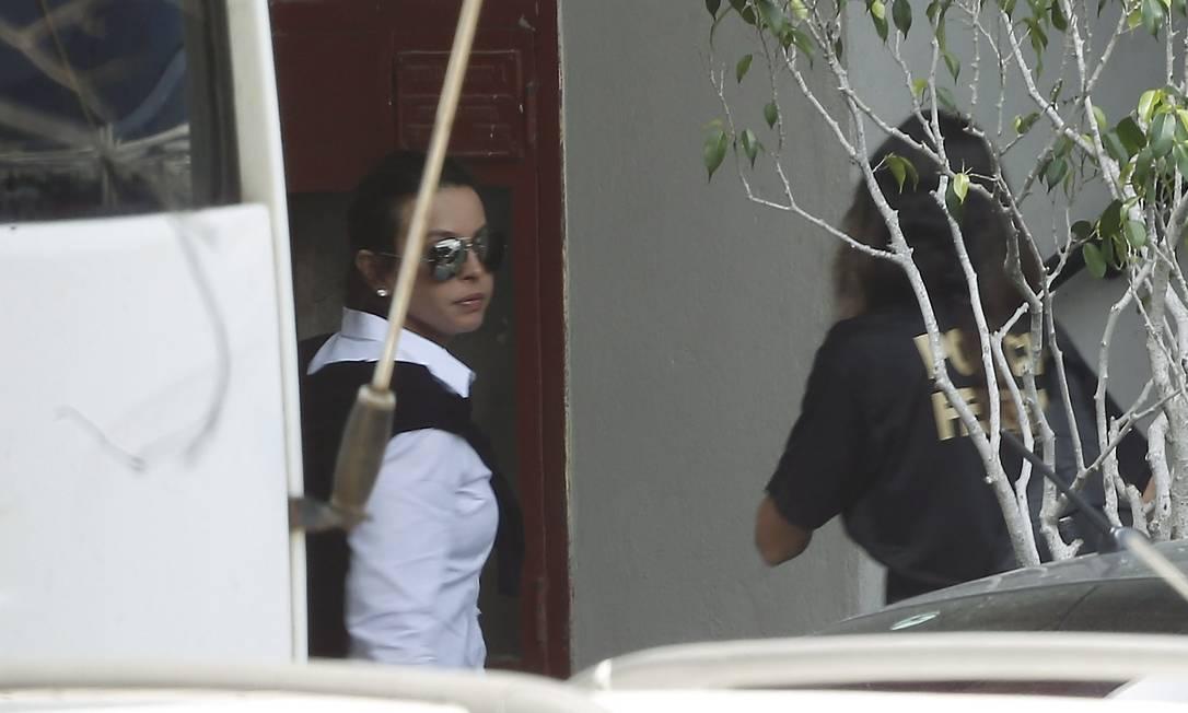 Adriana Anselmo, mulher de Sérgio Cabral, chega à Polícia Federal Marcelo Carnaval / Agência O Globo