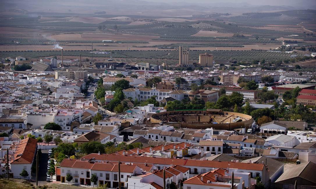 """Vista geral da cidade de Osuna e sua Plaza de Toros, usada em locação da série da HBO """"Game of thrones"""" Foto: CRISTINA QUICLER / AFP/22-10-2014"""