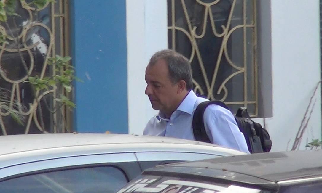 O ex-governador Sérgio Cabral chega à sede da PF após ser preso em casa , no Leblon Celso Barbosa / .