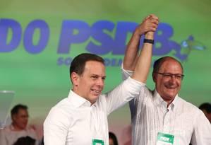 João Doria posa ao lado de seu padrinho político, o governador Geraldo Alckmin Foto: Marcos Alves 24/07/2016 / Agência O Globo