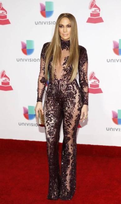 """Dificilmente, Jennifer Lopez sai de casa se não for para """"causar"""". Então, obviamente, ela roubou a cena no Grammy latino que aconteceu na noite de quinta-feira em Las Vegas STEVE MARCUS / REUTERS"""