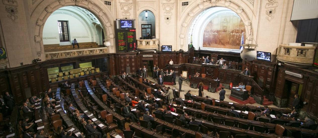 Galerias vazias no primeiro dia de discussão do pacote de ajuste Foto: Guito Moreto em 16/11/2016 / Agência O Globo