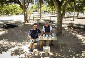 Fernando Ribeiro (à esquerda) e Julio Monteiro: moradores do Mandala lideraram as revitalizações Foto: Bárbara Lopes / Agência O Globo