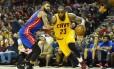 Lebron domina a bola em partida do Cleveland Cavaliers contra o Detroit Pistons Foto: Ken Blaze / USA Today Sports