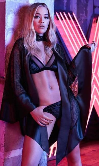 """Aos 25 anos, Rita hoje participa do reality show """"America´s next top model"""", ao lado da apresentadora Tyra Banks Divulgação"""
