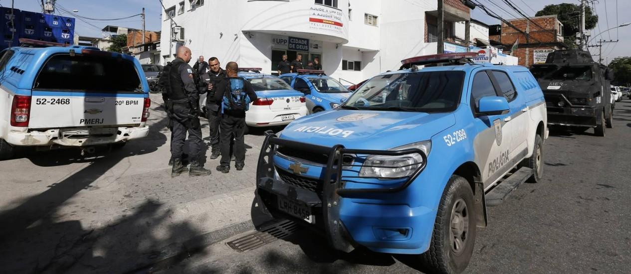 Patrulhamento na Cidade de Deus Foto: Pablo Jacob / Agência O Globo