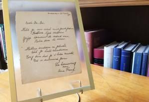 Poema teria sido escrito para irmã de melhor amiga de Anne Frank Foto: MAUDE BRULARD / AFP