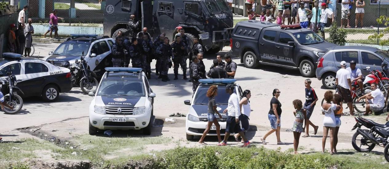 Corpos de sete pessoss foram encontrados numa área de mata na Cidade de Deus Foto: Pablo Jacob - 20/11/2016 / Agência O Globo