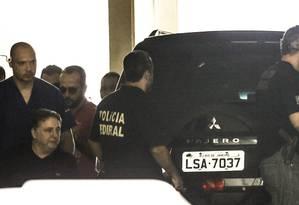 O ex-governador Anthony Garotinho deixa hospital Foto: Gabriel de Paiva / Agência O Globo