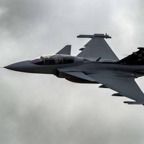 O caça Gripen, da Saab Foto: FABRICE COFFRINI / AFP/11-10-2012