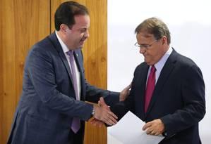André Moura vai ao Planalto entregar documento de apoio a Geddel Foto: ANDRE COELHO / Agência O Globo