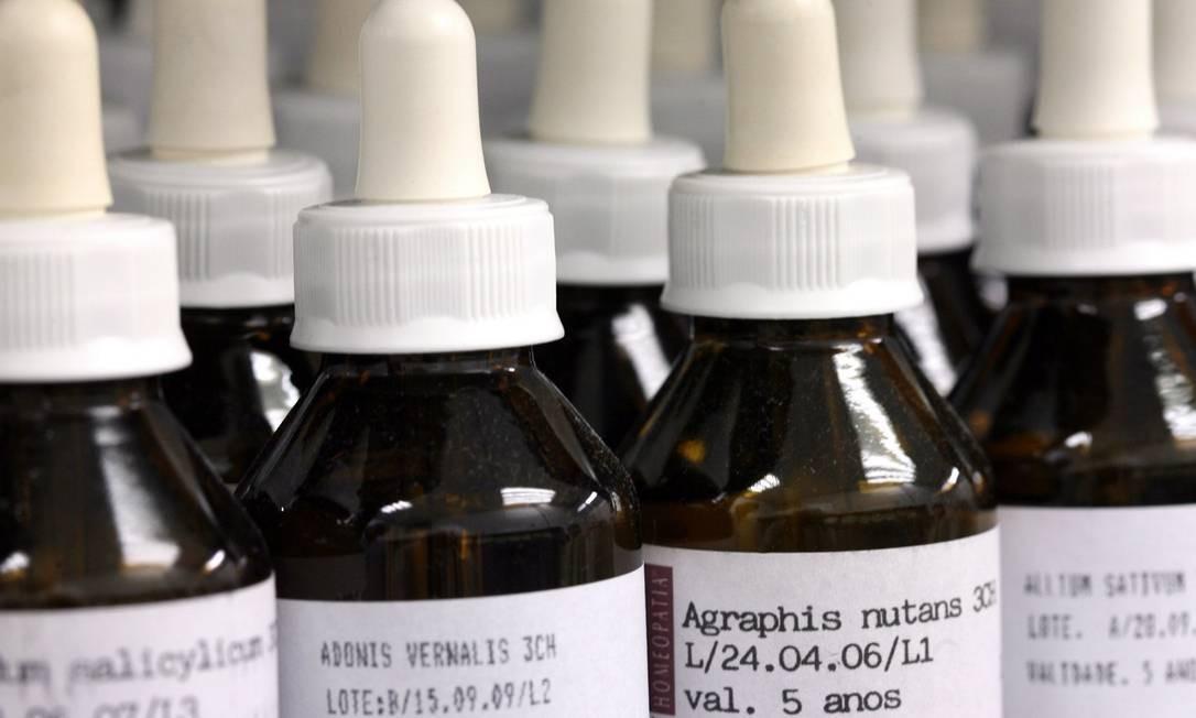 Frascos de remédios homeopáticos: órgão americano destacou que as fórmulas são tão diluídas que não têm quantidades detectáveis da substância inicial Foto: Ana Branco