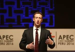 O diretor executivo do Facebook, Mark Facebook, participou nesta semana de evento no Peru Foto: MARIANA BAZO / REUTERS