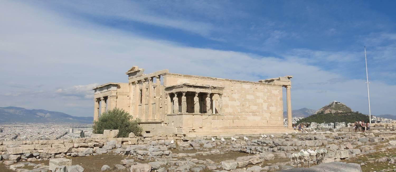 Templo. Erecteion, dedicado a Atena e Poseidon, na Acrópole, em Atenas, Grécia Foto: Lucas Altino / Agência O Globo