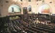 Os deputados durante sessão de discussão do pacote anticrise na Alerj: até bancada de apoio ao governo critica as propostas enviadas pela equipe de Luiz Fernando Pezão