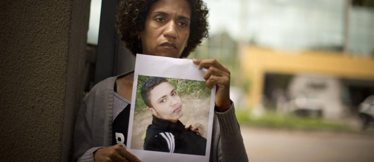 Filho da manicure Rosa Malena corre risco de ser sepultado como indigente Foto: Márcia Foletto / Agência O Globo