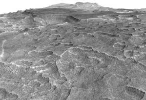 Gelo está escondido sobre uma fina camada de terra na Utopia Planitia Foto: NASA