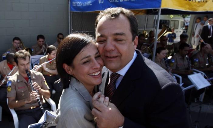 A ex-primeira dama Adriana Ancelmo e o ex-governador do Rio Sérgio Cabral durante celebração de um ano da UPA na Maré, em 2008 Foto: Custódio Coimbra / Agência O Globo / 12-6-2008