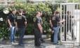 Agentes da Polícia Federal durante a Operação Calicute, que prendeu o ex-governador do Rio Sérgio Cabral