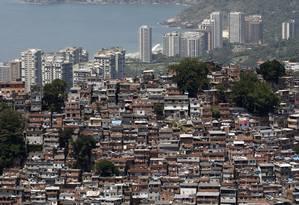 Comunidade da Rocinha, ao lado dos prédios de luxo em São Conrado, mostrando como a desigualdade é visível no Rio Foto: Custódio Coimbra / Custódio Coimbra