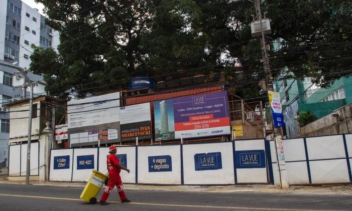 Epicentro da crise. As obras embargadas do empreendimento em Salvador, onde Geddel teria comprado imóvel Foto: Fernando Vivas / Folhapress