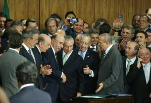 Michel Temer participa de cerimônia de posse novos ministros ao assumir o governo interino Foto: Andre Coelho 12/05/2016 / Agência O Globo