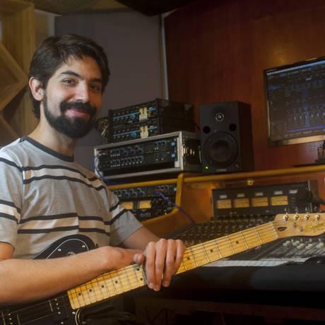 O músico Maurício estuda áudio Foto: Divulgação