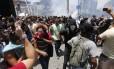 Manifestantes protestam contra o pacote de austeridade do governo do estado