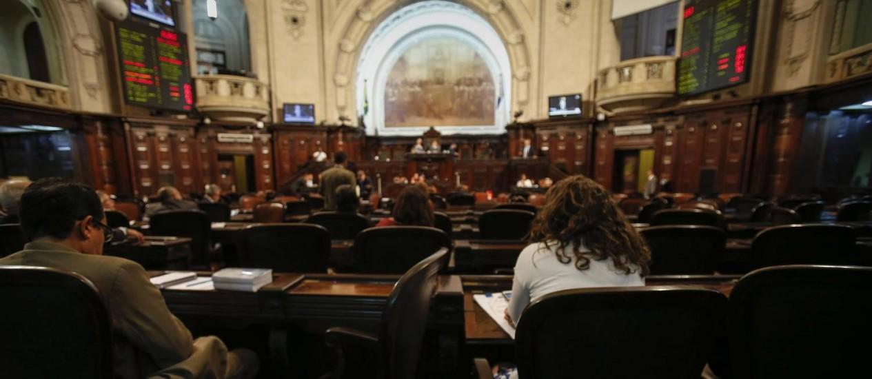 Os deputados durante sessão na Alerj: nem os parlamentares da base discursam a favor do governo Foto: Alexandre Cassiano - 17/11/2016 / Agência O Globo