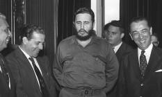Fidel Castro entre João Goulart e Juscelino Kubitschek, num dos salões do Palácio Laranjeiras Foto: O Globo