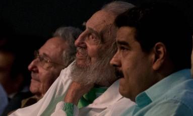 Em 2016, Maduro visita Fidel e Raúl Castro em Havana Foto: ISMAEL FRANCISCO / AFP