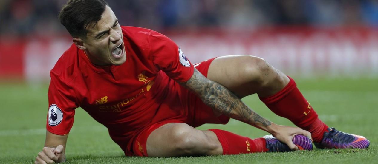 Philippe Coutinho gritade dor após sofrer lesão no tornozelo direito Foto: Lee Smith / REUTERS