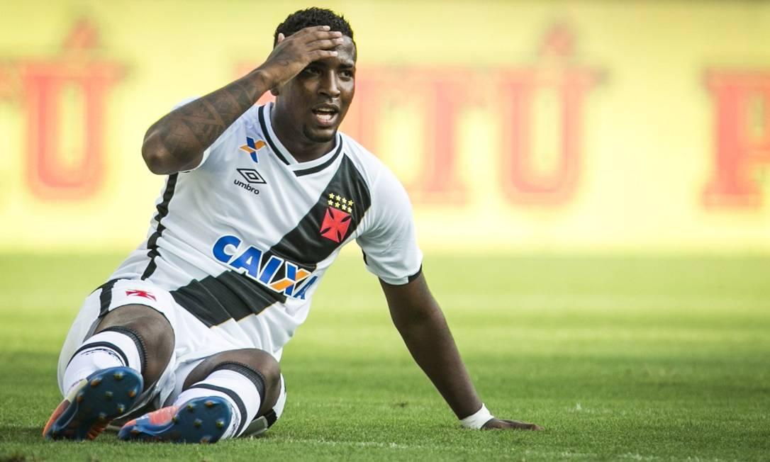 Thalles no chão: nos primeiros 30 minutos do jogo contra o Ceará, foi dele a única finalização do Vasco na partida Guito Moreto / Agência O Globo