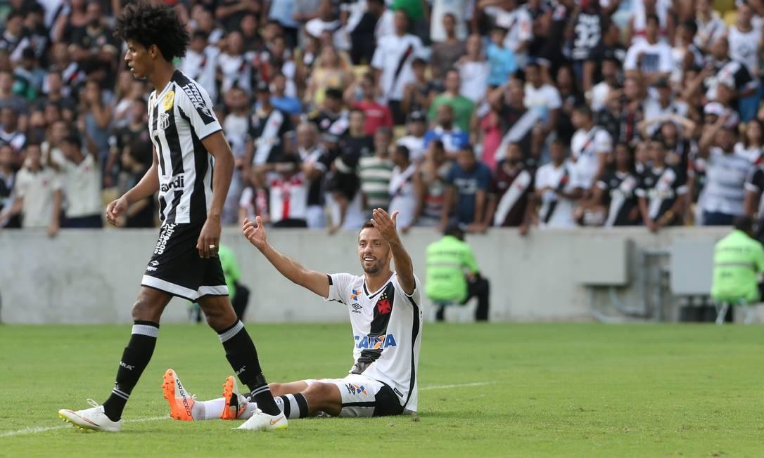 Nenê reclama de falta no primeiro tempo: os 45 minutos iniciais do Vasco contra o Ceará no Maracanã foram terríveis Guilherme Pinto / Agência O Globo