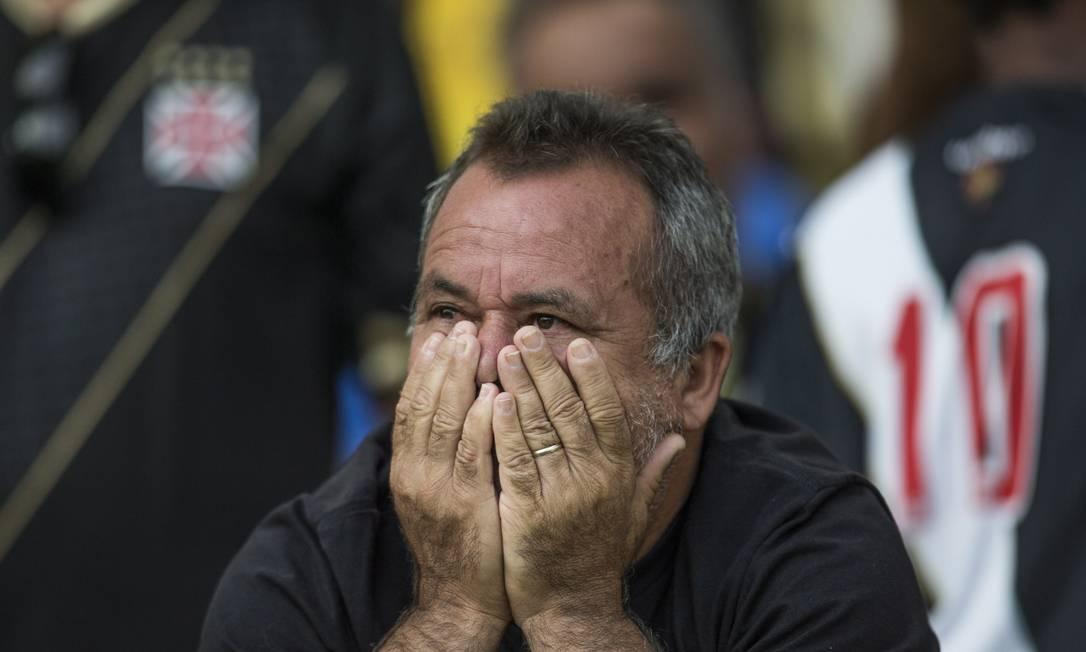 Quando a bola rolou, a preocupação e a tensão tomaram conta da torcida do Vasco, especialmente no primeiro tempo Guito Moreto / Agência O Globo