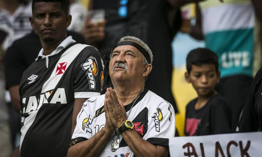 A fé não costuma falhar, e o vascaíno veterano sabe bem disso Guito Moreto / Agência O Globo
