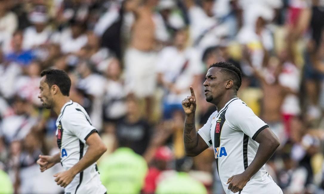Thalles foi decisivo no jogo que garantiu o acesso do Vasco à Série A: dois gols e vitória por 2 a 1 sobre o Ceará Guito Moreto / Agência O Globo