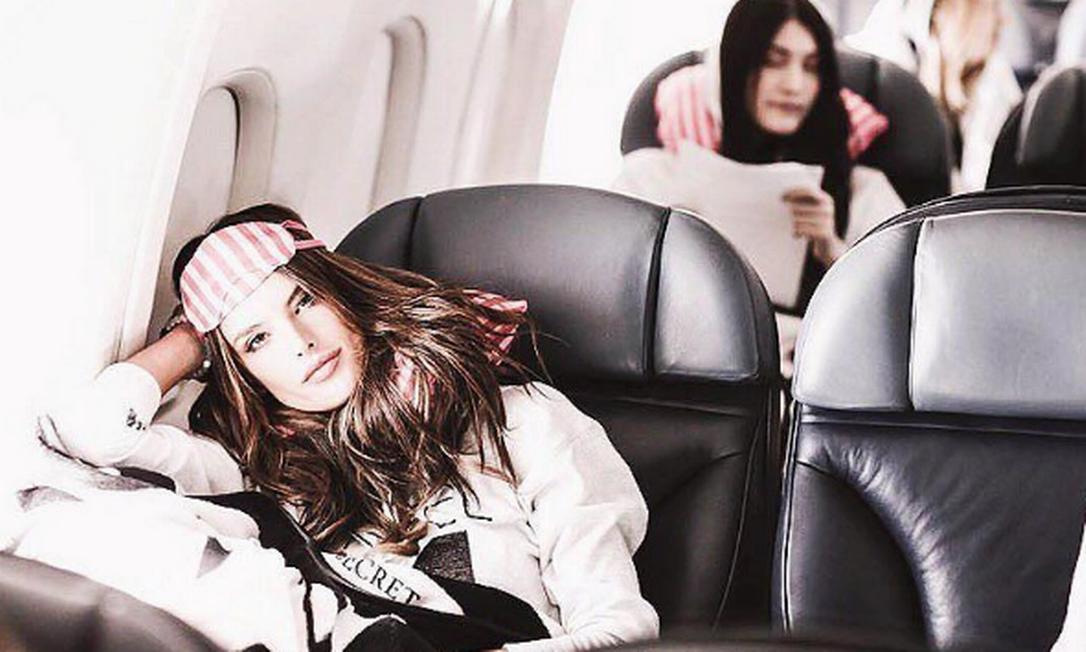 No Instagram, Alessandra Ambrósio como é o avião fretado pela marca Instagram