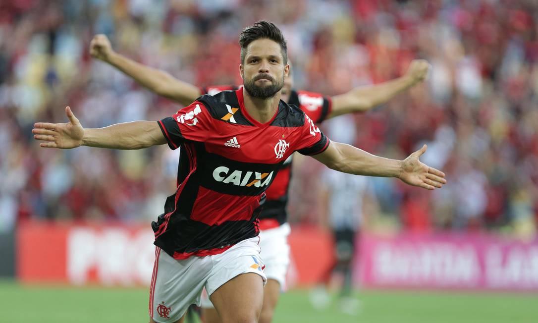 Diego abre os braços e comemora o belo gol que marcou pelo Flamengo em cima do Santos, na primeira vez em que enfrentou o clube que o revelou para o futebol Márcio Alves / Agência O Globo