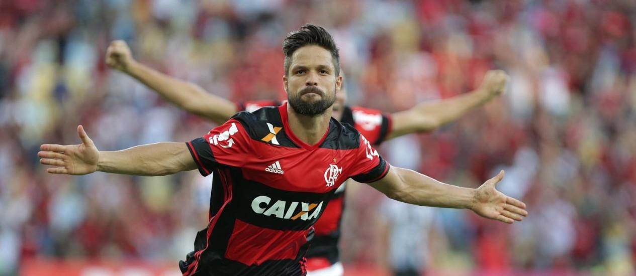 Diego abre os braços e comemora o belo gol que marcou pelo Flamengo em cima do Santos, na primeira vez em que enfrentou o clube que o revelou para o futebol Foto: Márcio Alves / Agência O Globo