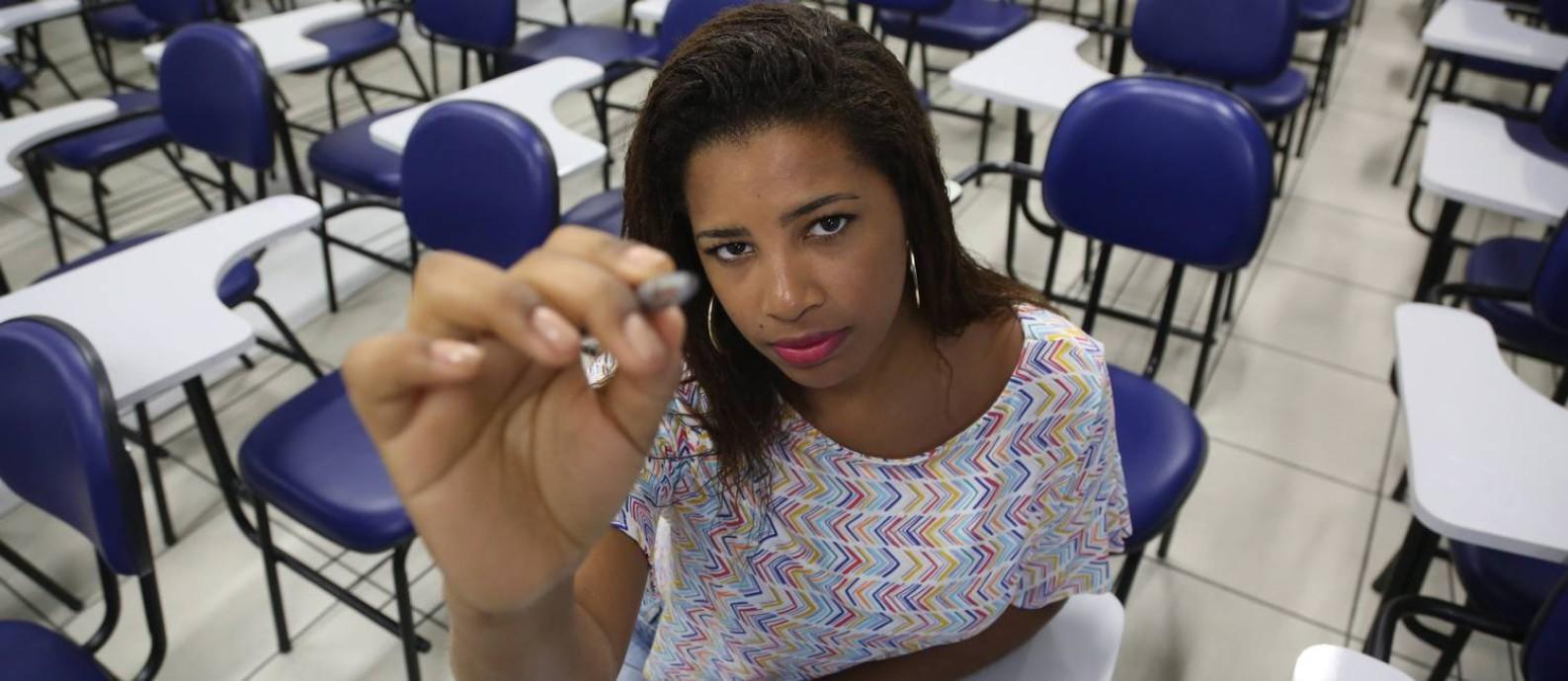Karina dos Santos Alves estuda na Estácio e acaba de recorrer ao seguro educacional Foto: / Custódio Coimbra